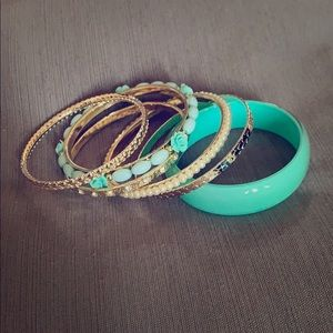 Jewelry - Mint, gold and crystal bangle set